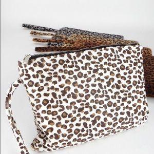 Handbags - Leopard clutch
